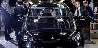Representantes de Sono Motors y NEVS en la planta de Trollhättan