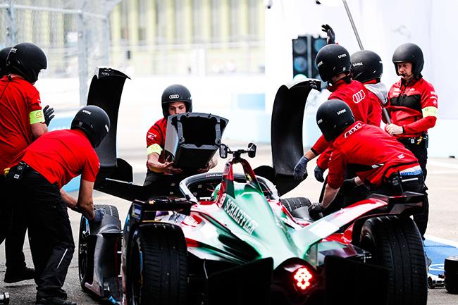 Lucas di Grassi al volante de su monoplaza AUDI SPORT ABT SCHAEFFLER.