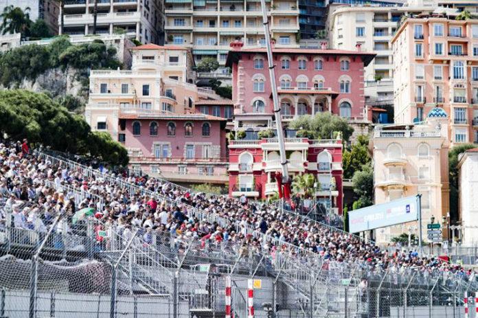 La asistencia a la Fórmula E consiguió más de el doble de aficionados durante la cuarta temporada.La asistencia a la Fórmula E consiguió más de el doble de aficionados durante la cuarta temporada.