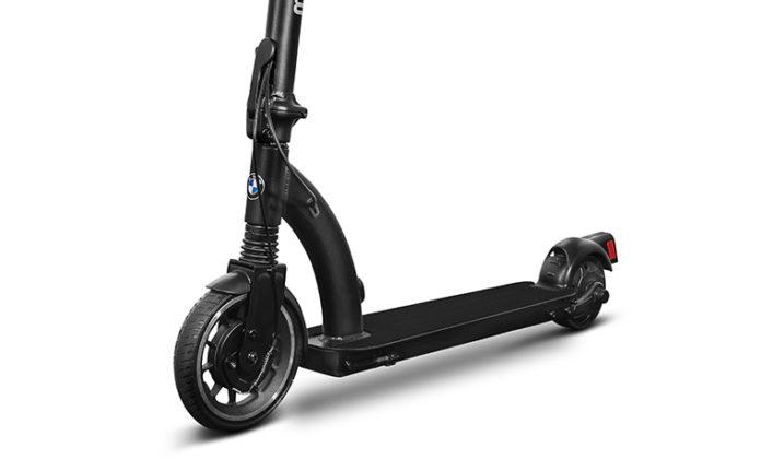 BMW se une a la tendencia de movilidad urbana de última milla con el E-Scooter.