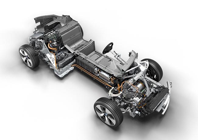 La evolución de la tecnología híbrido-enchufable de BMW Group ha ido beneficiando a la gama de vehículos PHEV de la marca.