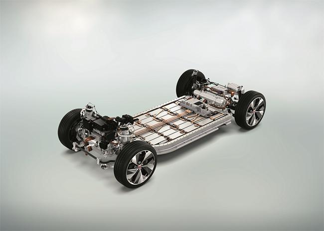 El ganador de la categoría de entre 350PS y 450PS (CV) fue el tren de potencia eléctrico del I-PACE de Jaguar Land Rover.