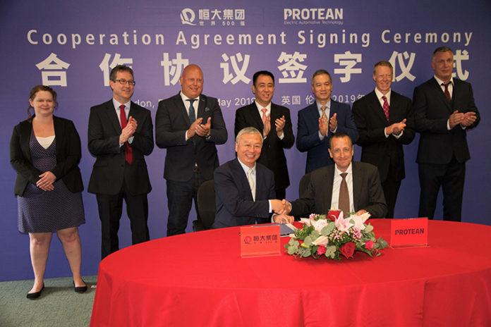 Acto de firma entre Evergrande Health y Protean Electric
