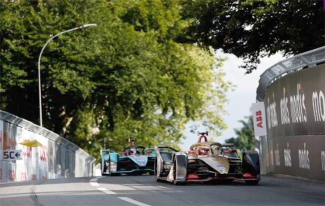 El duelo entre Jean Eric Vergne, de DS Techeetah, y Mitch Evans, de Panasonic Jaguar Racing, fue épico hasta el último momento.