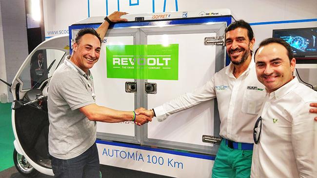 De izda. a dcha.: Ángel Sánchez, CEO de Revoolt, José María Gómez, CEO de Passion Motorbike y José Ubaldo Pedraza, socio fundador de Revoolt