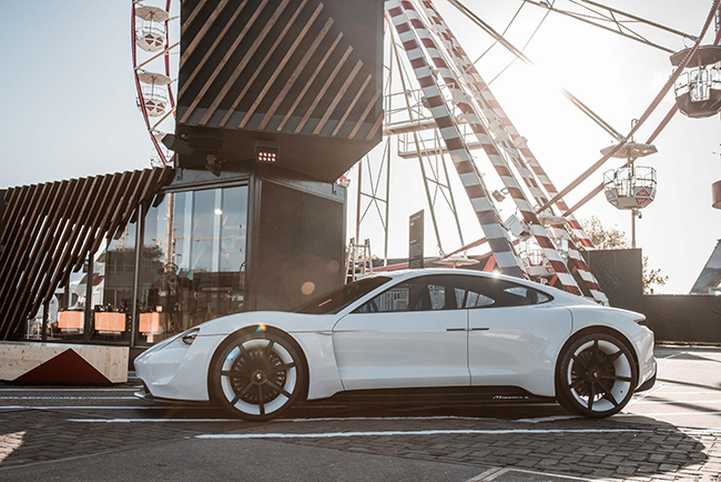 El Porsche Mission E, 120 años después de que el creador de la marca diseñara el primer eléctrico.