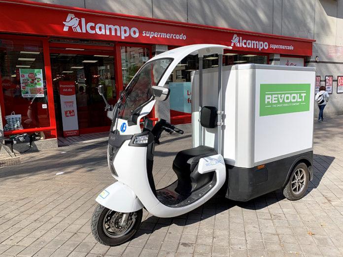 Scoobic Light, el triciclo eléctrico de carga con cajón de frío activo que utiliza Revoolt en su flota.