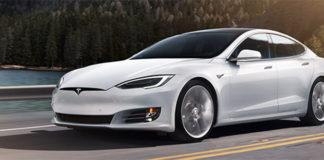 El demandante es propietario de un Tesla Model S.