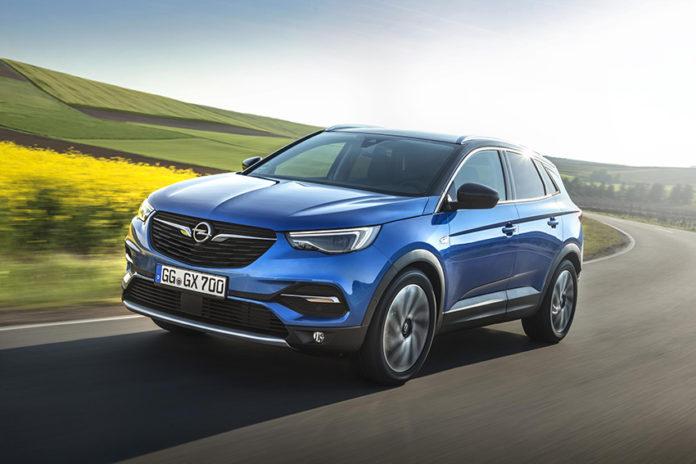 A primeros de año llegará el Opel Grandland X híbrido enchufable,