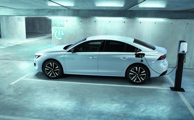 Los nuevos 508 Hybrid y SW Hybrid, en versión PHEV, son parte de la estrategia de Peugeot de ofrecer una versión electrificada en cada nuevo lanzamiento.