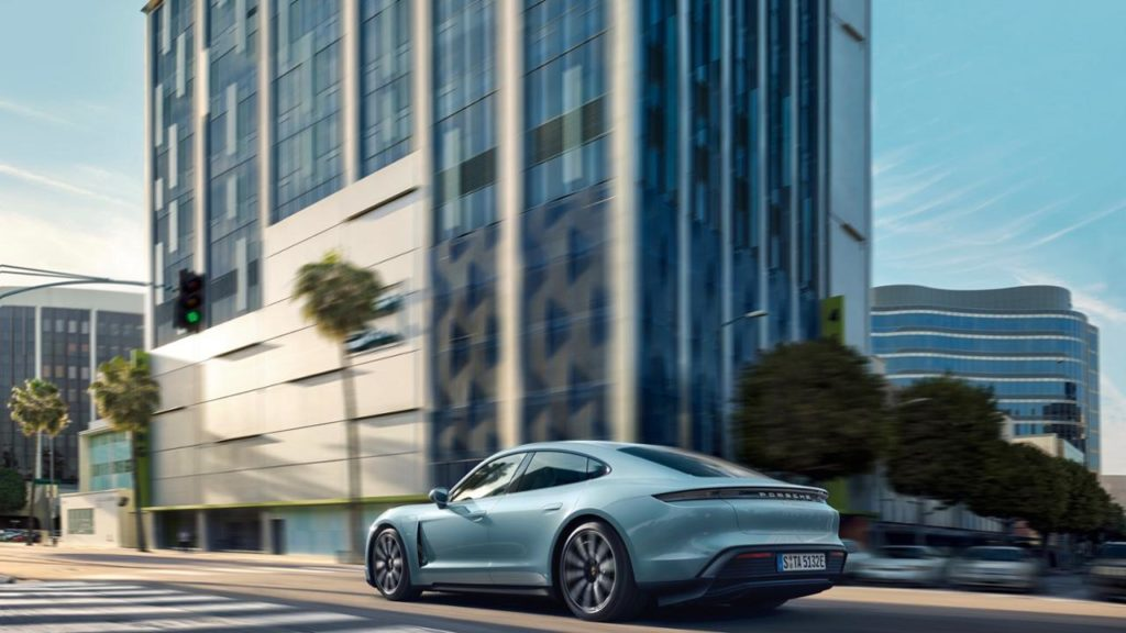 Porsche Taycan, el coche eléctrico más popular entre los internautas
