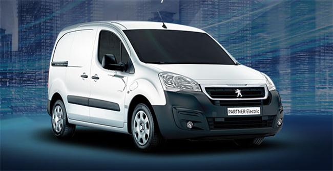 Peugeot cuenta con otros vehículos eléctricos en su gama de comerciales. Entre ellos, la Partner. Peugeot quiere una gama 100% electrificada para 2021.
