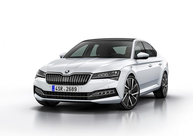 La berlina tiene una potencia de 160 kW (218 CV). Su autonomía en modo eléctrico es de 55 km.