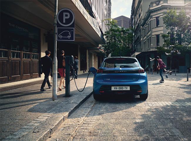 La ausencia de emisiones, ruidos, vibraciones y olores relacionados con la combustión es sinónimo de vehículo eléctrico.