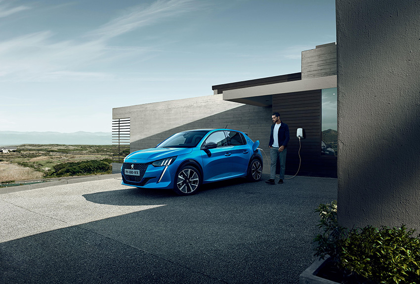 Cero emisiones, cero ruidos, cero vibraciones, cero olores, cero cambios de marchas... definen al nuevo Peugeot e-208.