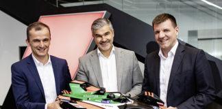 De izda a dcha: Matthias Zink, CEO Automotive OEM de Schaeffler, Dieter Gass, responsable de Audi Motorsport, y Dr. Jochen Schröder, jefe de la División de Negocio E-Mobility de Schaeffler