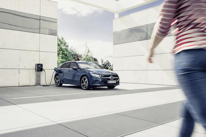 Mercedes-Benz ya cuenta con 41 modelos con tecnología EQ y etiquetas ECO y CERO.