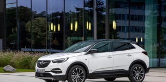 Nueva versión del Opel Grandland X Híbrido Enchufable, con tracción delantera.