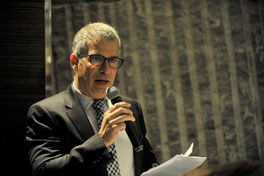 Raúl Palacios, presidente de GANVAM, habla de las políticas desacertadas en la automoción durante el encuentro navideño de la asociación.