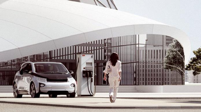 ABB y Elatec facilitarán el pago de la recarga de los vehículos eléctricos desde un dispositivo Apple o Android.