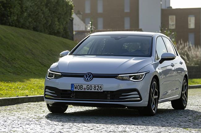 """El exitoso Volkswagen Golf, en su octava generación, incorpora  5 motores electrificados con tres etiquetas """"ECO"""" y dos """"CERO""""."""