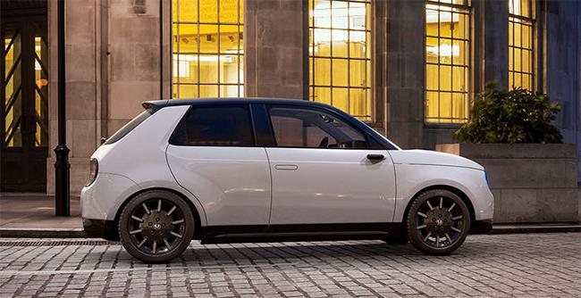 El pequeño Honda e, versión Advance y por un precio de 37.800 euros.