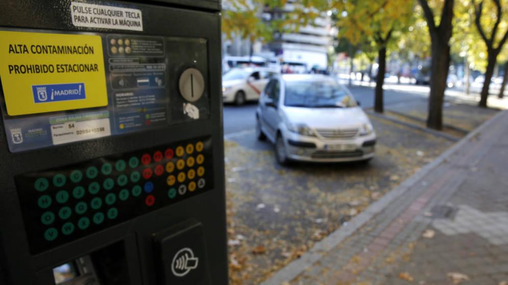 Resultado de imagen de Prohibición de estacionamiento de vehículos sin distintivo ambiental en las plazas del SER