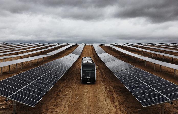 Irizar e-mobility pasa a convertirse en una fábrica de autobuses de energía limpia gracias al parque solar Ekian.