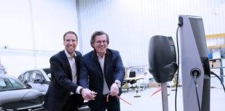 Arjan van Rooijen, CTO de EVBox (izda), y Kristof Vereenooghe, CEO de EVBox, en la inauguración del Lab Space.