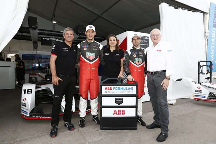 Responsables de ABB y Porsche junto a los pilotos de la Fórmula E del equipo Porsche E: Lotterer y Jani.