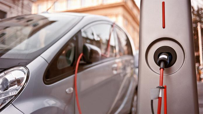 Los vehículos eléctricos e híbridos, en 2025, supondrán más del 50% de las matriculaciones.