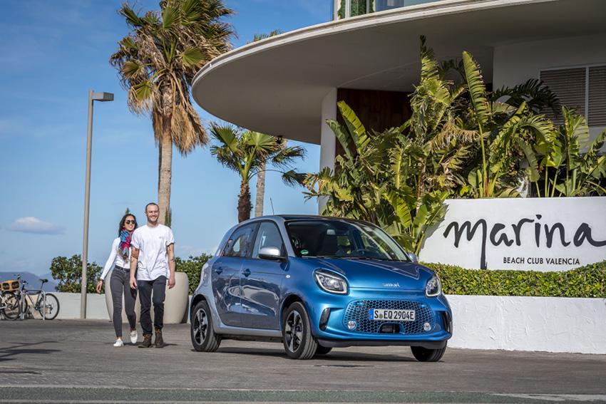 La nueva generación de smart EQ se pasea por Valencia. En la imagen, el smart forfour.