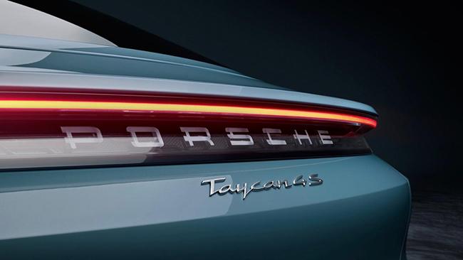 """El Taycan 4S es un vehículo """"casi perfecto"""" para The Sun."""