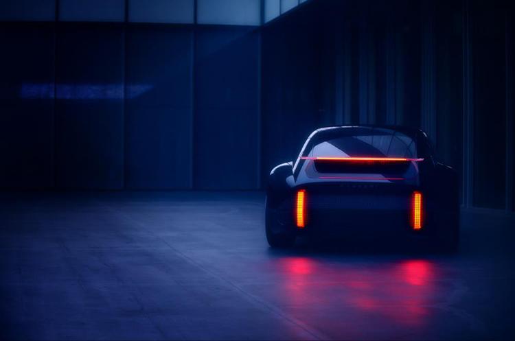 El teaser deja ver la bella silueta del Hyundai Prophecy, el nuevo concept eléctrico de la marca.