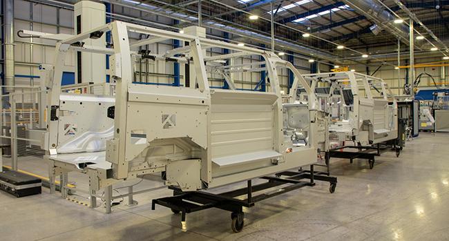 La línea de montaje de Coventry permite la fabricación del taxi TX y de la LCV.