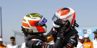Antonio Felix da Costa y Jean-Eric Vergne, ambos de DS Techeetah, primero y tercero en la carrera de Marrakesh.