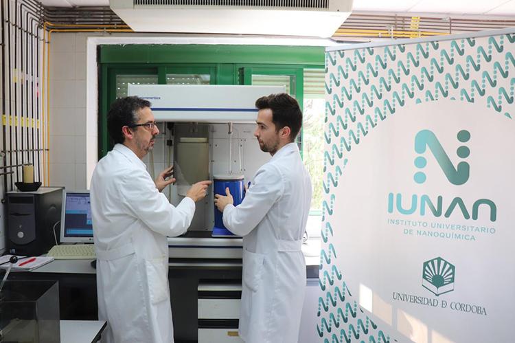 Álvaro Caballero y Fernando Luna, Departamento de Química Inorgánica e Ingeniería de la Universidad de Córdoba.