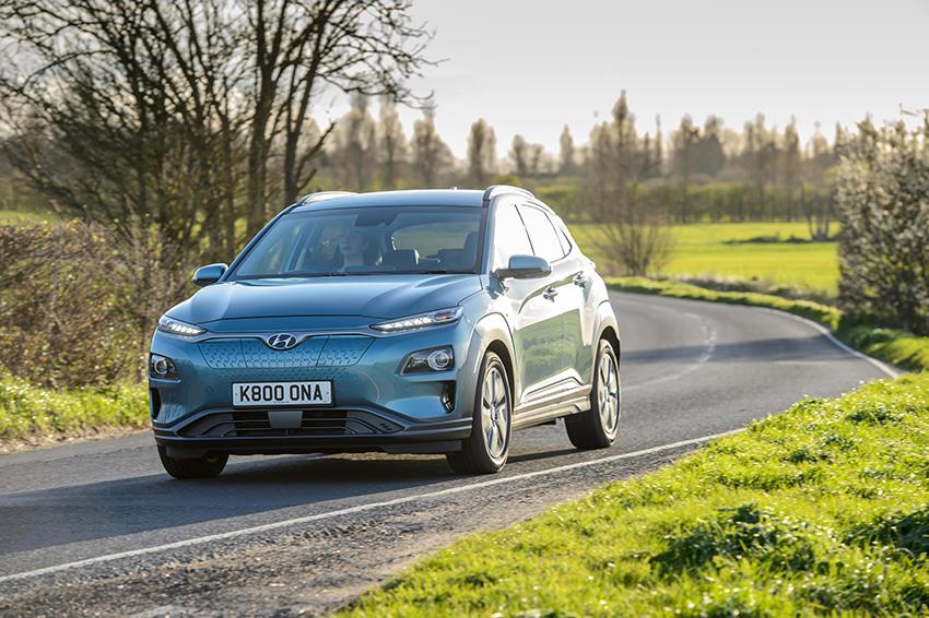 """Hyundai Kona eléctrico, premio Top Gear al """"Mejor Vehículo Familiar Pequeño""""."""