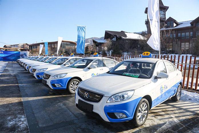 Taxis eléctricos de Beijing (Automotive News).