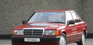 Mercedes 190 de 1990, el primero de una serie de vehículos que la marca desarrolló y probó.