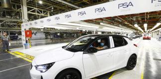 El primer Opel Corsa sale de las líneas de producción de Figueruelas (Zaragoza).