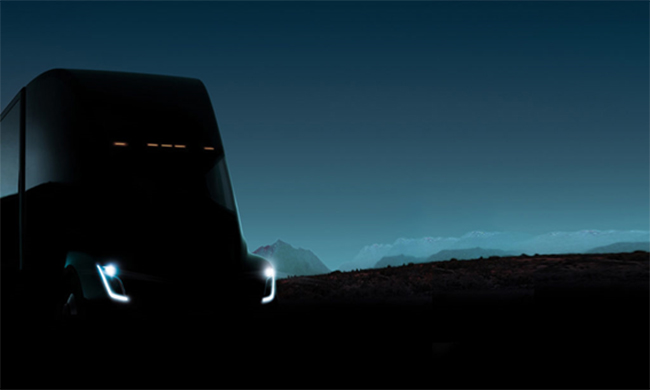 Musk ha anunciado el inicio de producción del camión Semi, eléctrico.