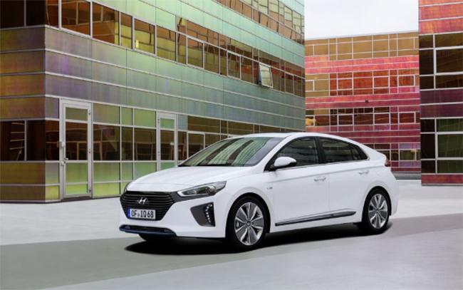 Los vehículos eléctricos o electrificados de Hyundai, KONA e IONIQ, llevan de serie Full Electric, Full Care.