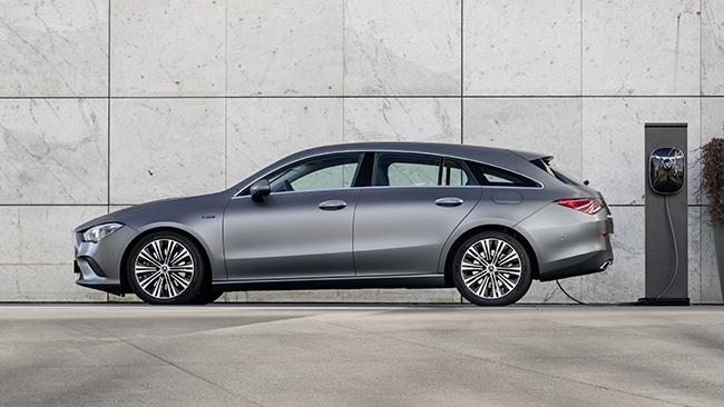 Los Mercedes CLA Coupé y CLA Shooting Brake tienen una potencia de 160 CV y una autonomía en modo eléctrico de hasta 69 y 68 km, respectivamente.