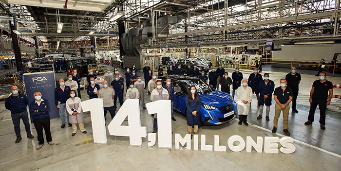 Vigo celebra un nuevo hito: la fabricación del vehículo 14,1 millones, un Peugeot e-2008.
