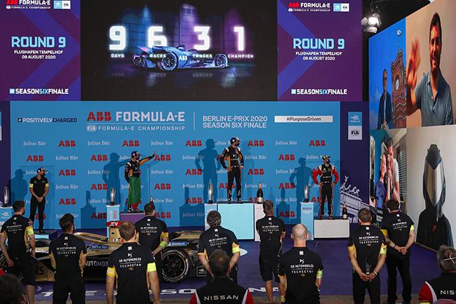 Podio de la novena carrera de la Fórmula E: Antonio Félix da Costa (PRT), DS Techeetah, 2nd posición; Jean-Eric Vergne (FRA), DS Techeetah, 1st posición; Sébastien Buemi (CHE), Nissan e.Dams, 3rd posición.