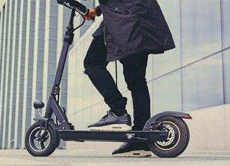 """""""Con el patinete plegable podemos acceder a todo tipo de transporte público, o incluso meterlo en el maletero del coche""""."""