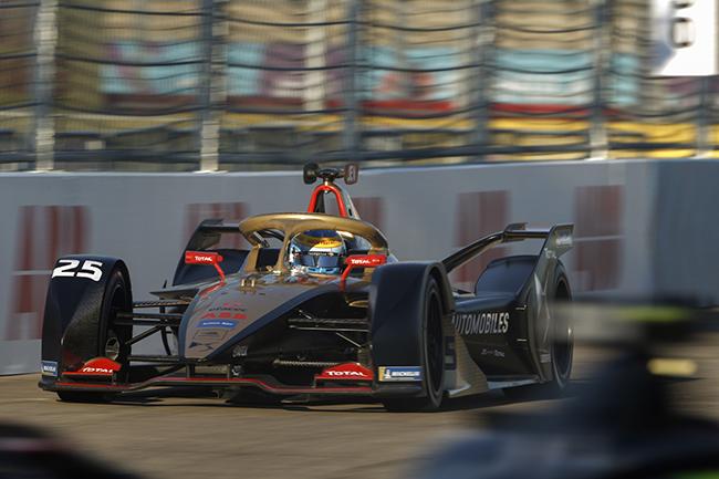 Jean-Eric Vergne (FRA), DS Techeetah, el vigente campeón, tuvo problemas con sus neumáticos traseros durante la carrera.