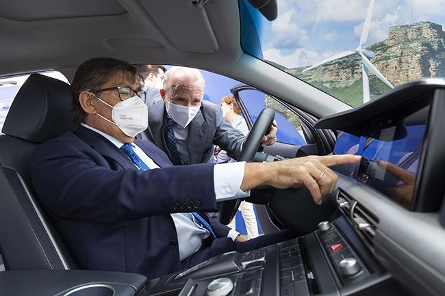 El vicepresidente del Gobierno de Aragón y el director general de Hyundai España han probado la tecnología del NEXO.