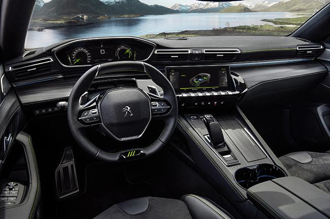 El 508 muestra características específicas, en el interior y en el exterior, de la nueva gama.